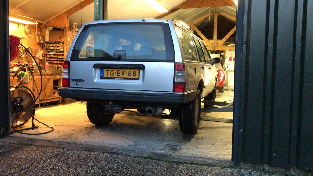 Volvo 940 rear bumper cut